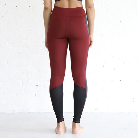 Essential High Rise Legging in Merlot & Anthracite