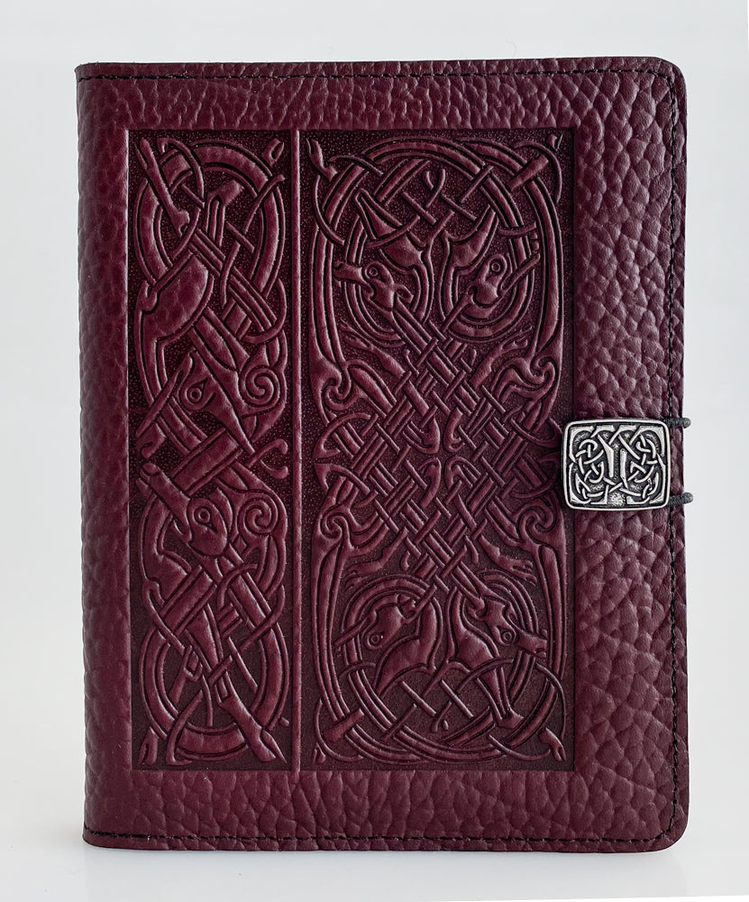 SPECIAL RETRO | Kindle Paperwhite or Voyage Cover | Celtic Hounds in Wine Pebbled Leather - Bold Texture