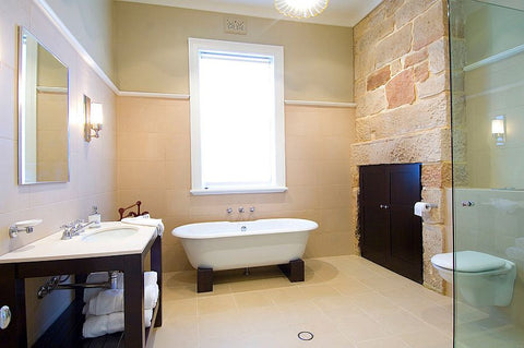 elegant-bathroom-wall