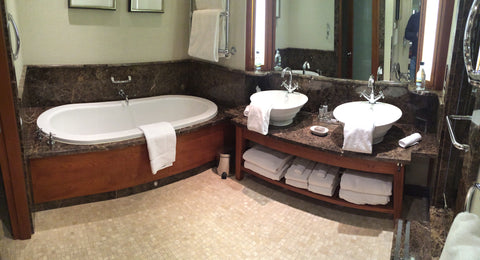 hotel-bathroom-general-view