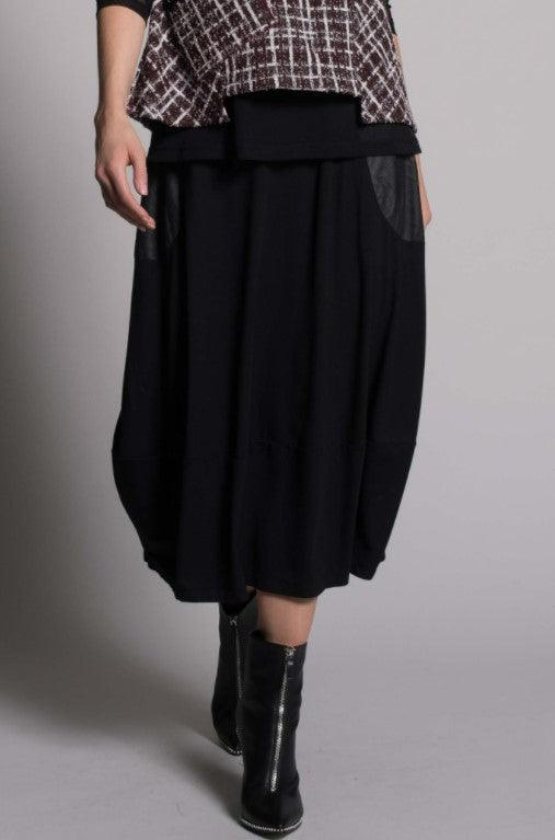 Picadilly pull-on bubble skirt with contrast pockets - black