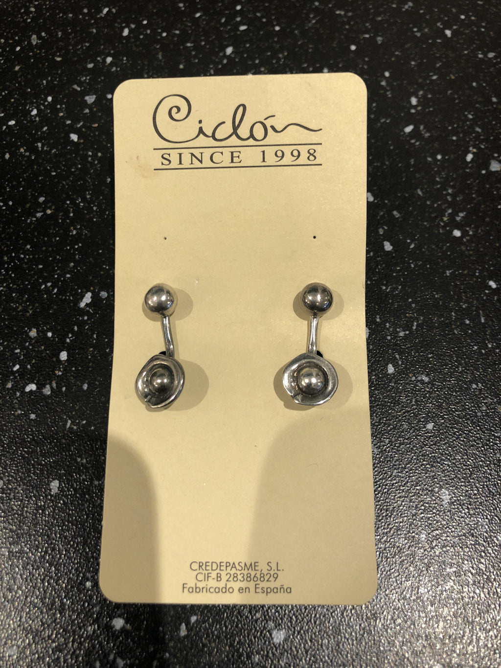 Ciclon silver earrings with silver pearl