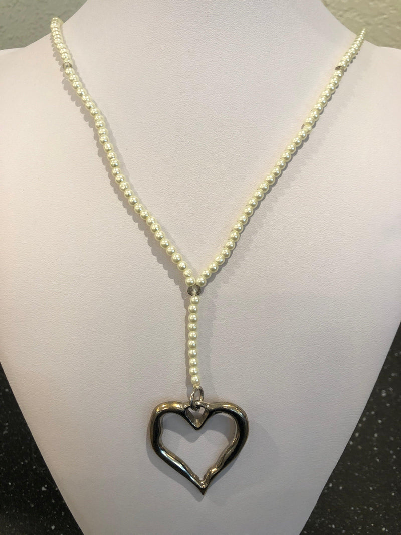 Cream Pearl Bead Necklace W/ Open Heart