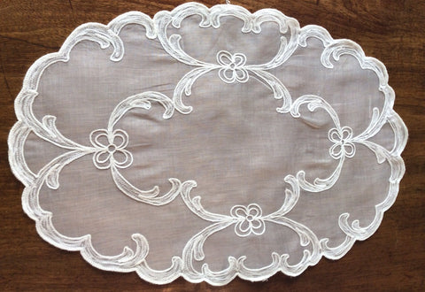 Placemats and Napkins:  Oval, Scalloped, organdy
