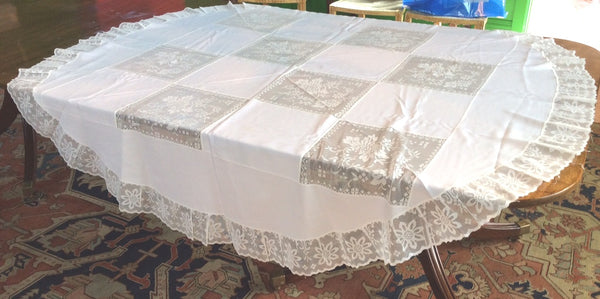 Circular Cloth:  Army Navy style pattern of Plain Cloth Squares and Lace Squares with Lace Edging