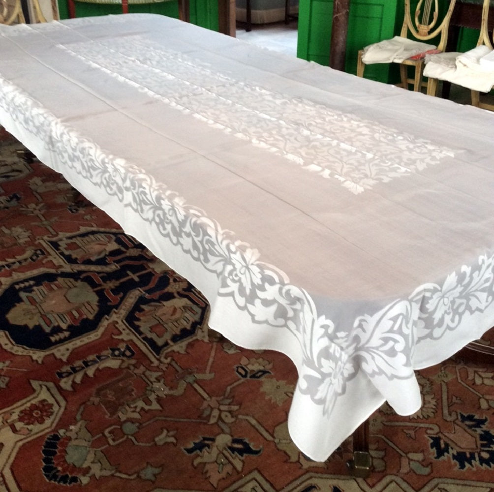 Banquet Cloth:  White Polyester and Cotton