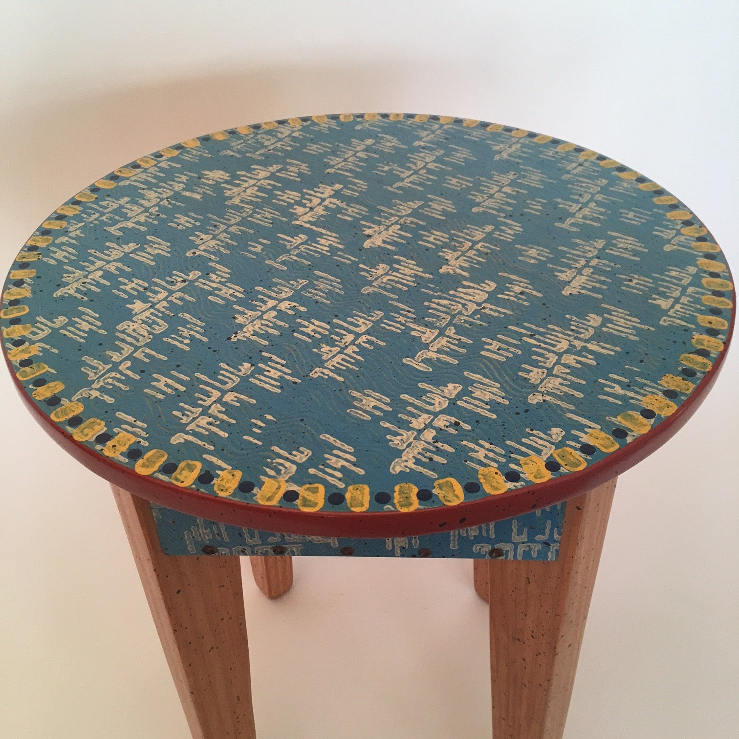 "David Marsh 18"" Round Table"