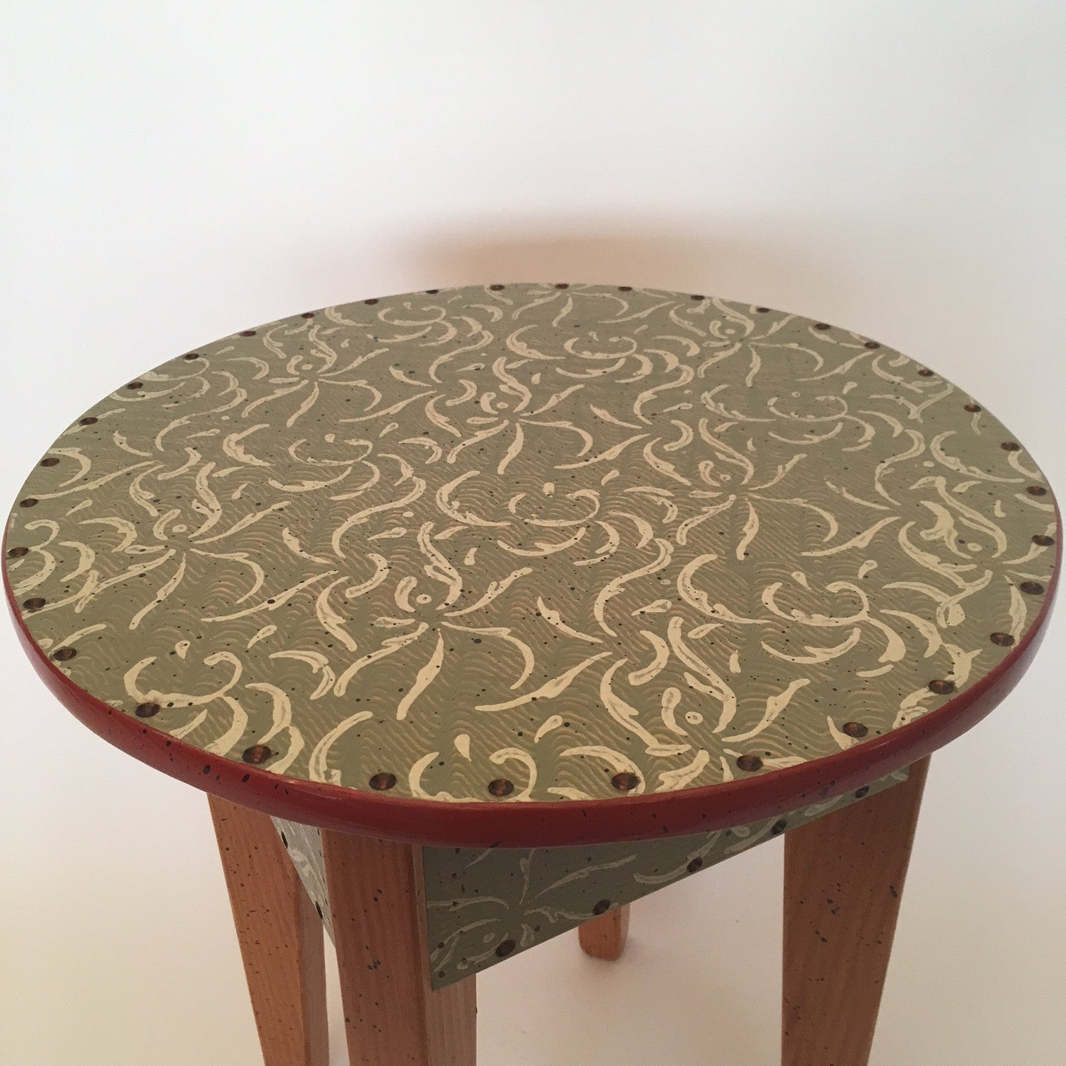 "D. Marsh 18"" Round Table"