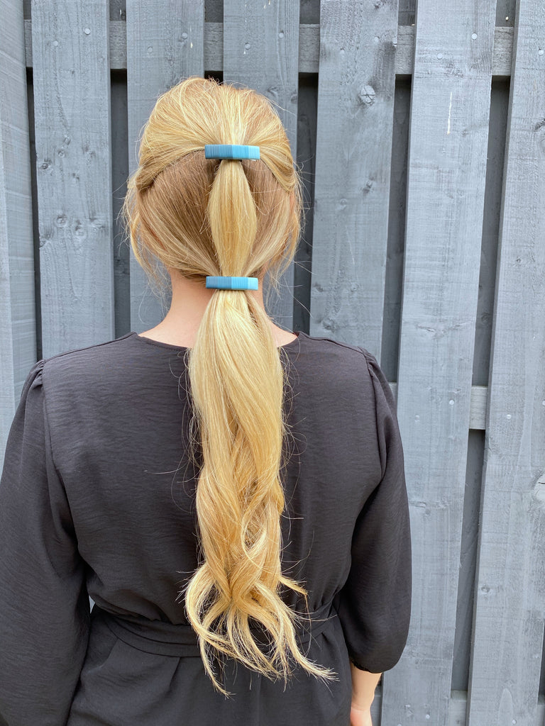 Gradient teal hair clip set