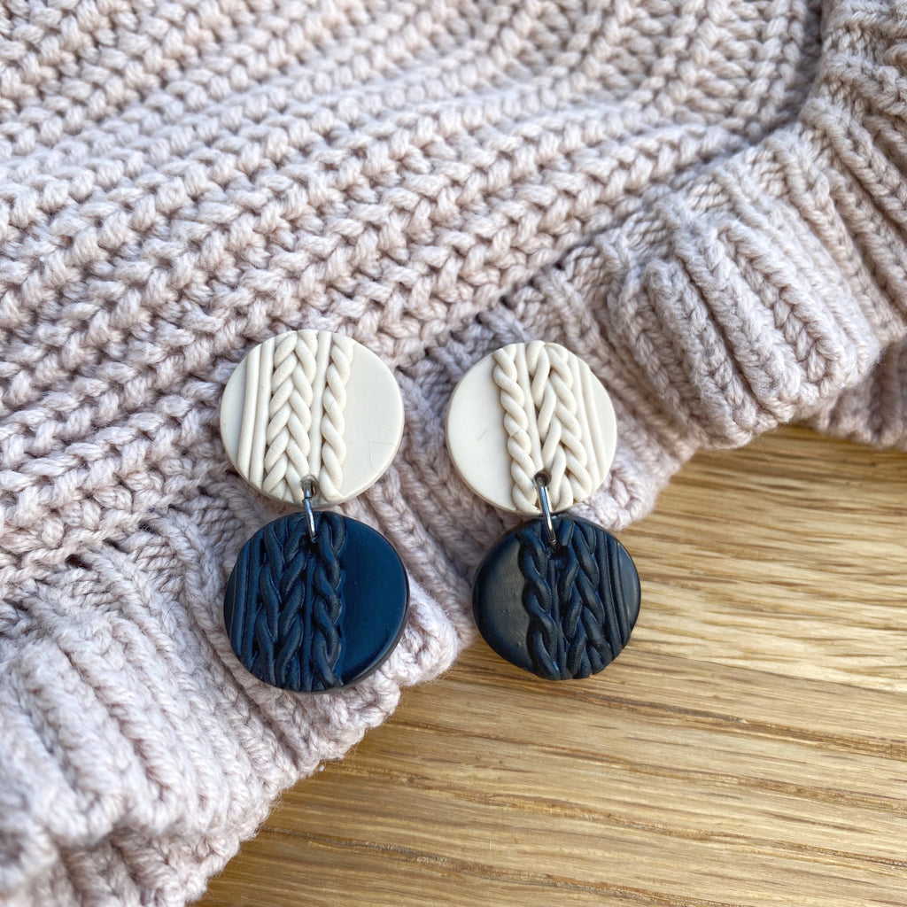 Knitted statement double disk earring - Black