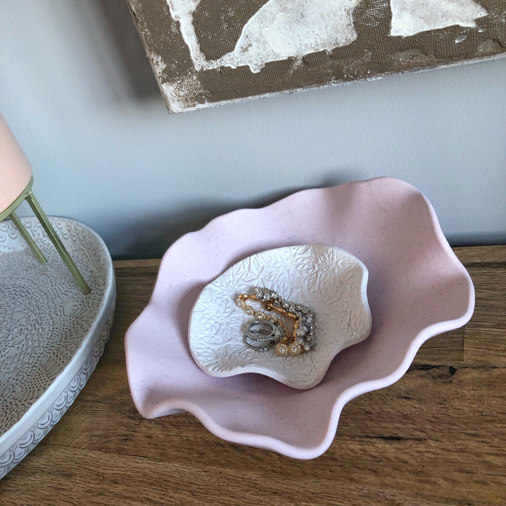 Wavy nesting bowls - leaf pattern in pale pink