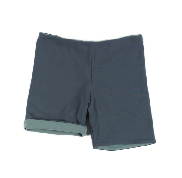 swim trunks/green
