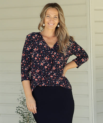 printed tailored v-neck top with 3/4 length sleeves