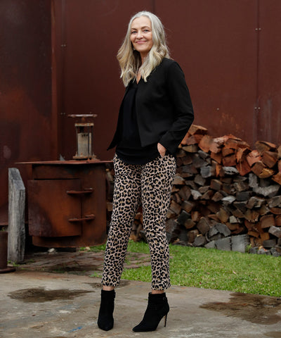 7/8 length pants with pockets in luxe printed fabric