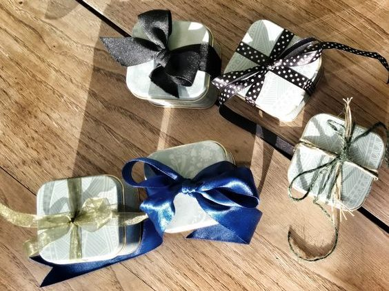 Pinterest Wedding favours green with different ribbons