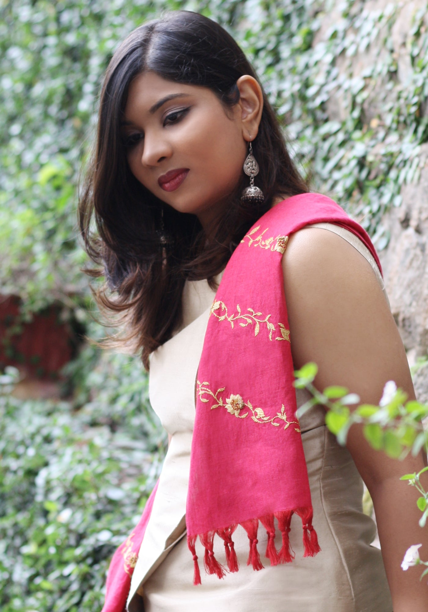 Hand Embroidered Scarf in Linen - MINC ecofashion