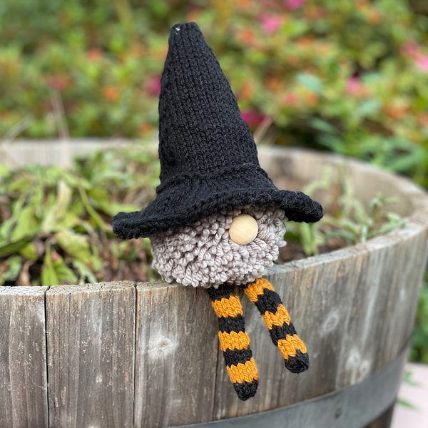 Witchy Gnome free patter with witch hat and pom pom