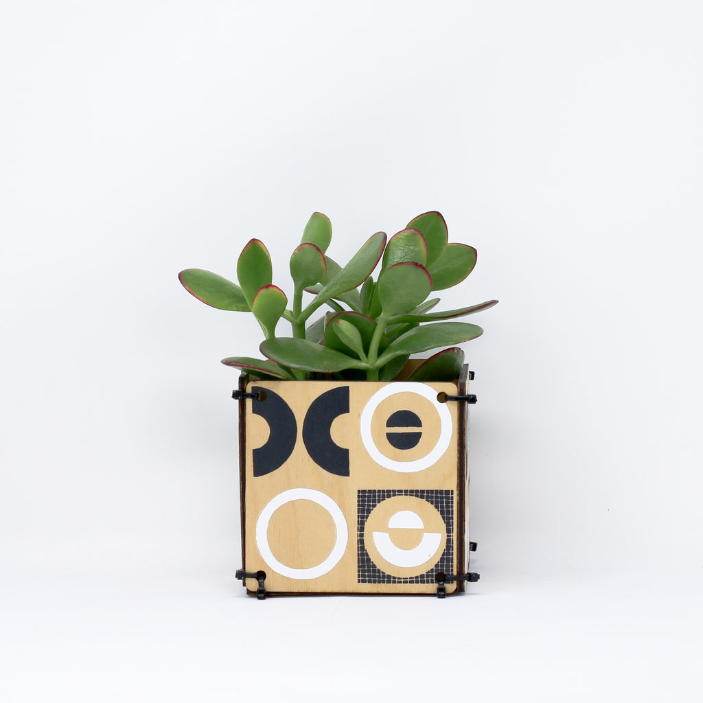'MONUMENT' pot holder by Studio Wald.