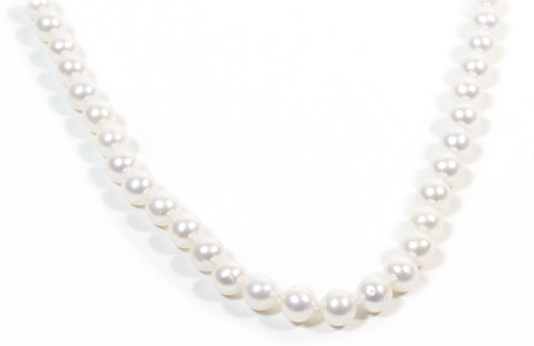 Classic single strand fresh water pearl necklace.