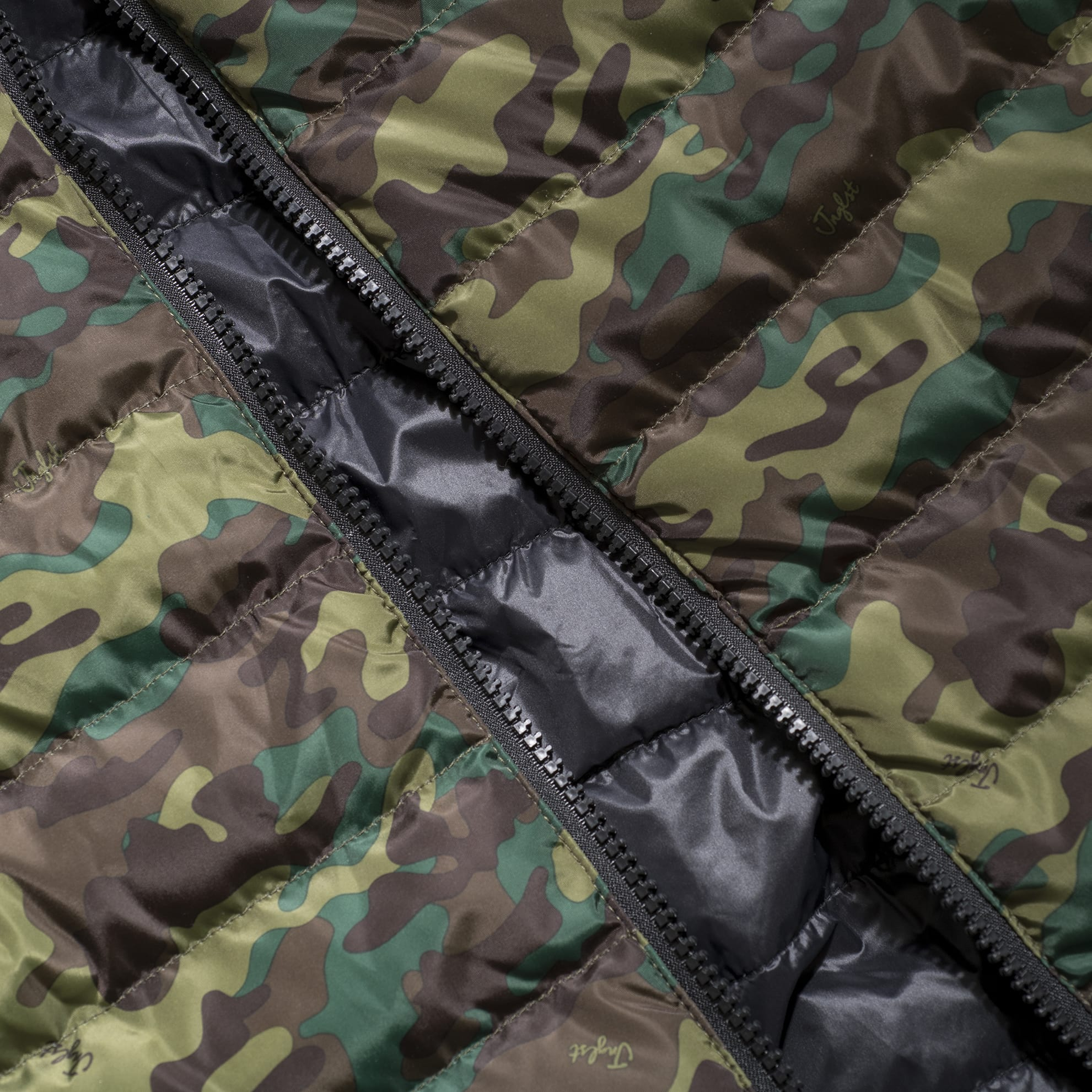 Camo Body Warmer Close up of Main Zip