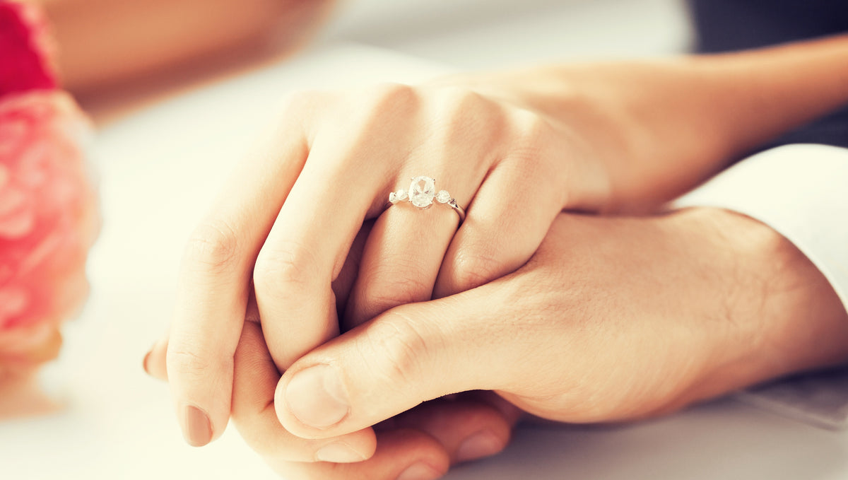 How to Pick the Perfect Anniversary Ring