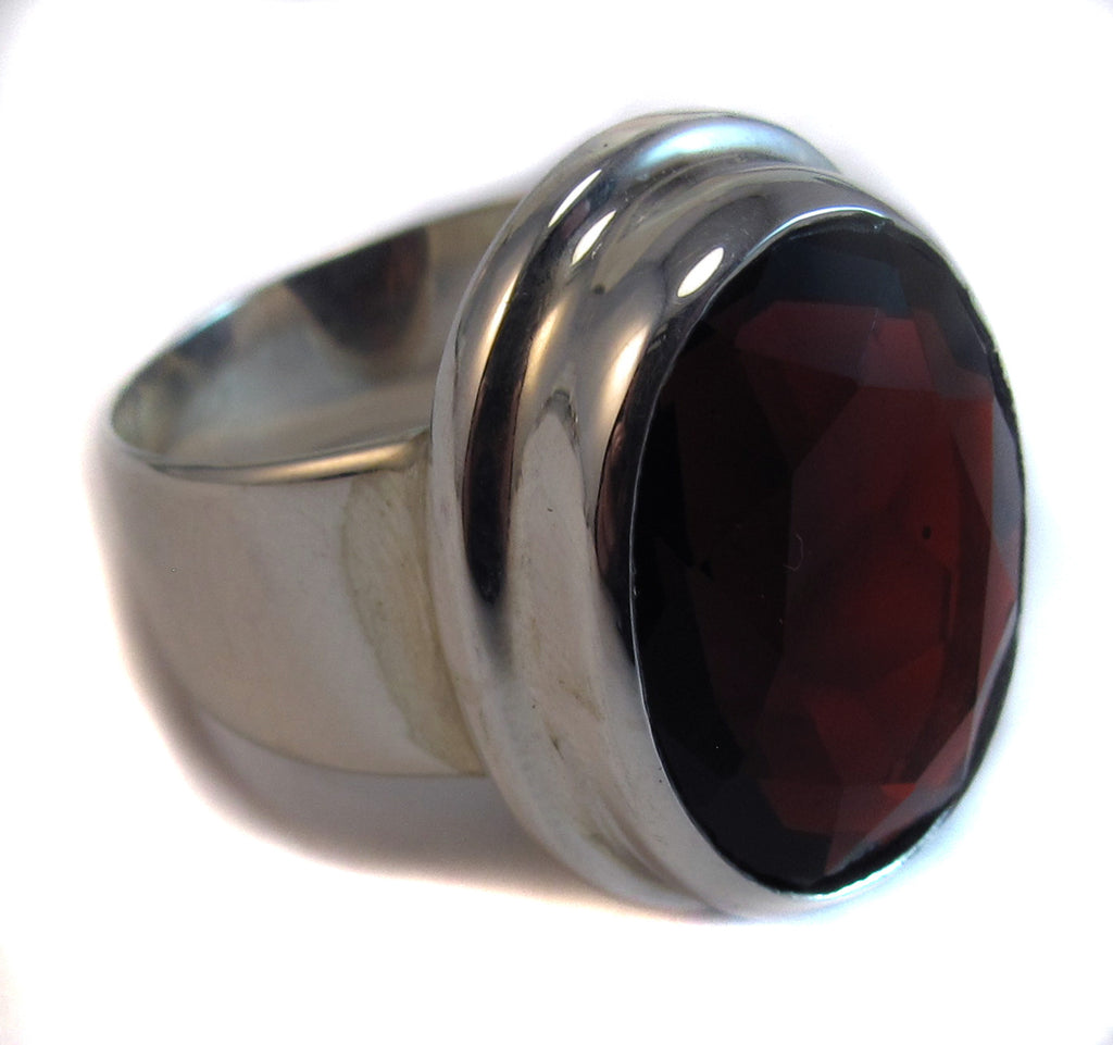 Finely faceted garnet oval - Agabhumi - Where Fashion Happens First