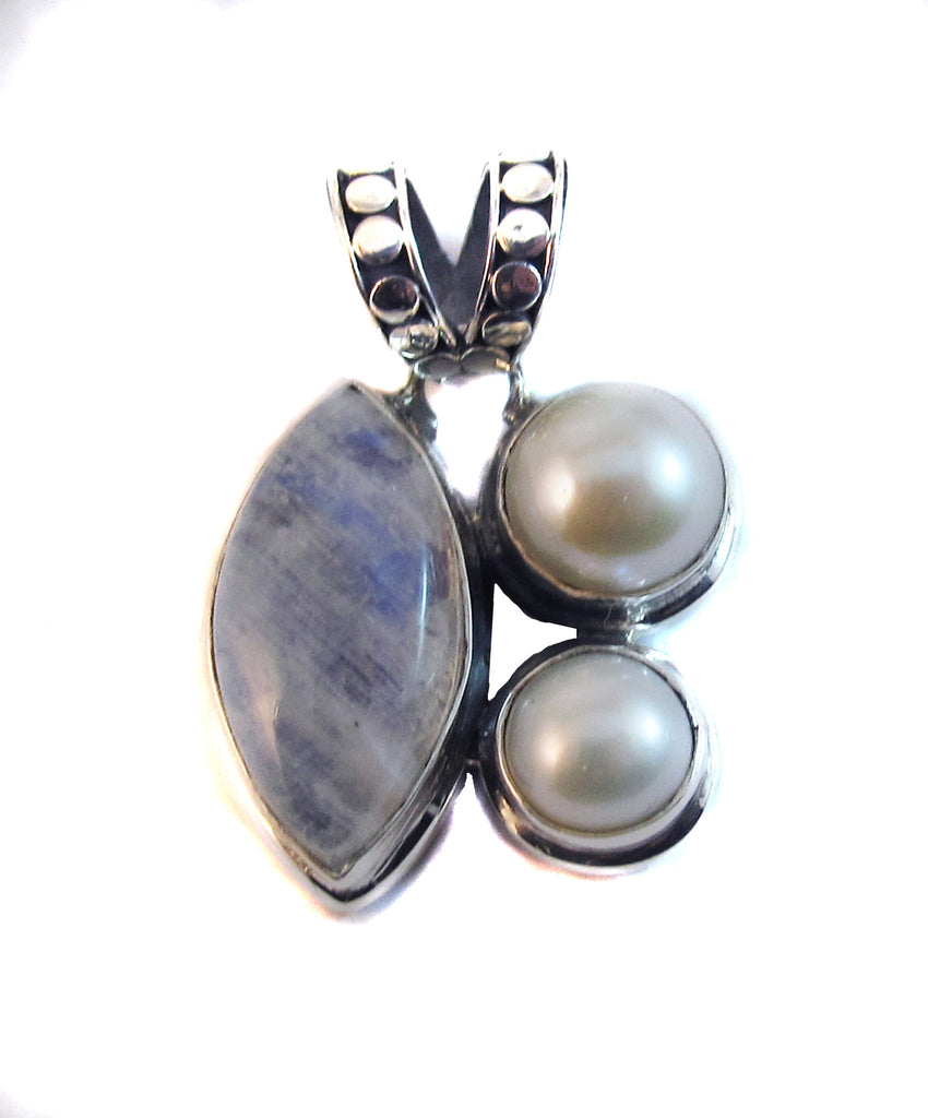 Moonstone with double pearl - Agabhumi