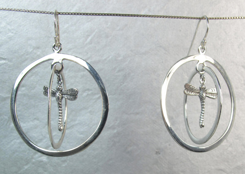 Dragonfly in double ring of silver - Agabhumi
