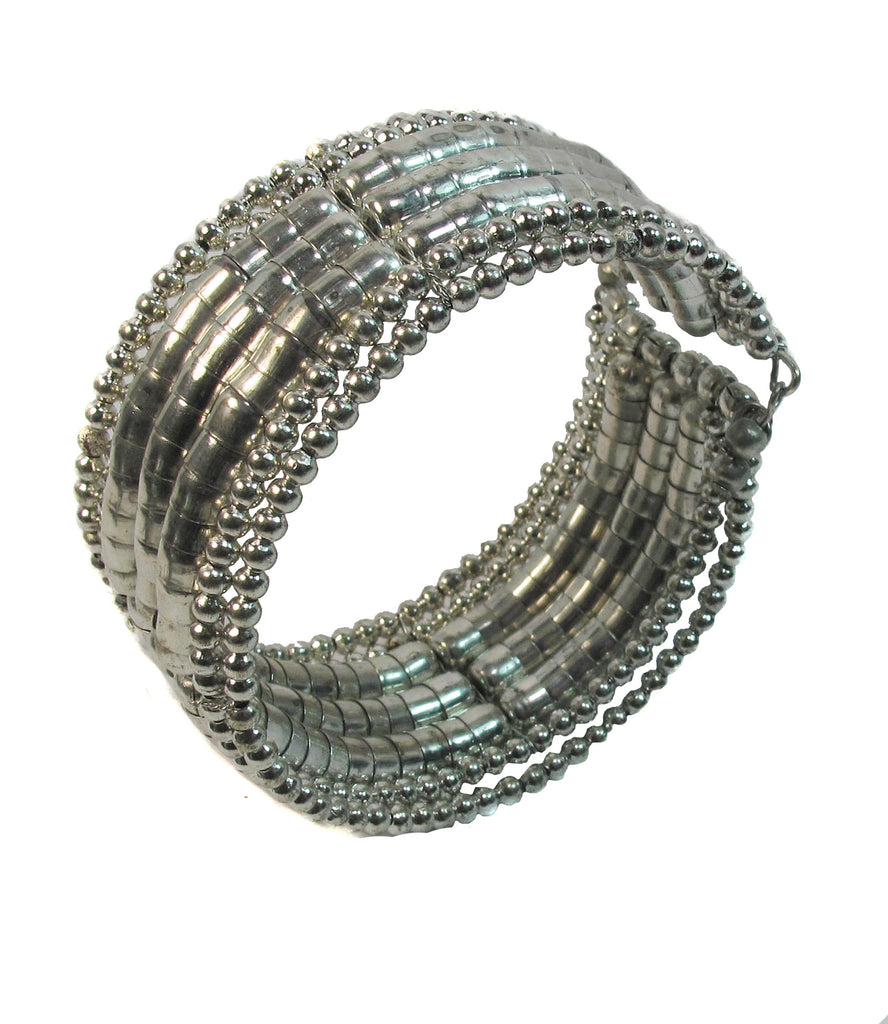 Round and flat silver beads - Agabhumi