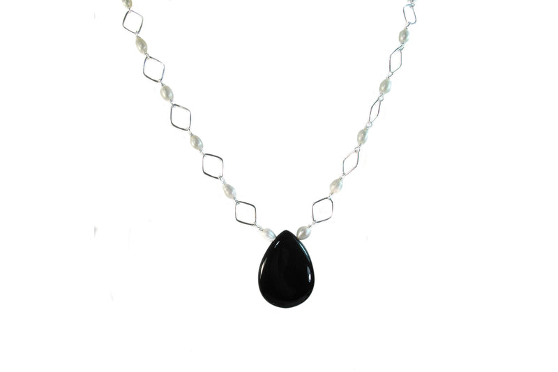 Onyx and Pearls Neck - Agabhumi