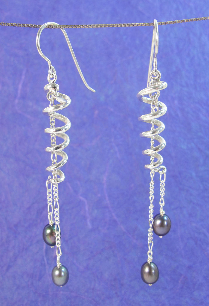 Swirly irredescent pearl earring