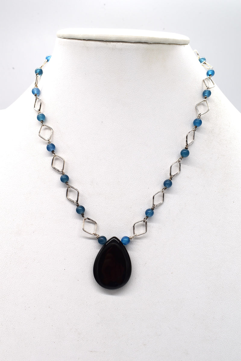 Onyx teardrop with blue agate