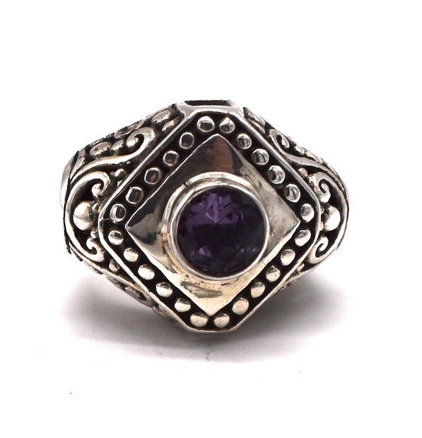 Diamond of silver around Amethyst circle