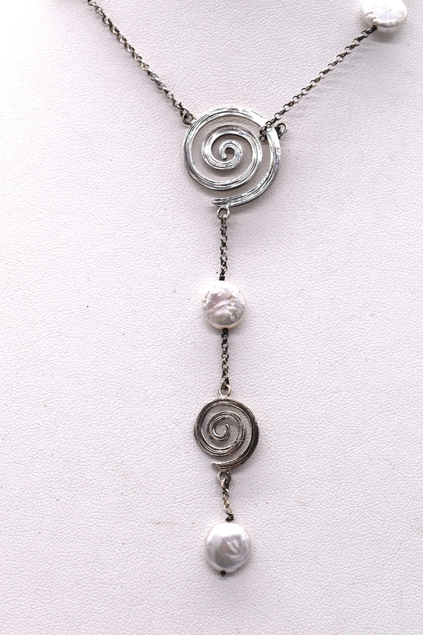 Swirly pearl necklace