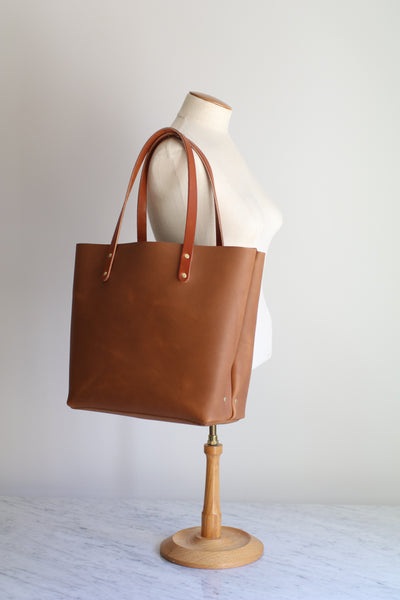 The Scout Classic Leather Tote - Honey