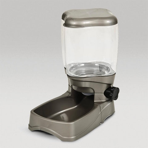 Portion control auto dog food dispenser measures food as it dispenses