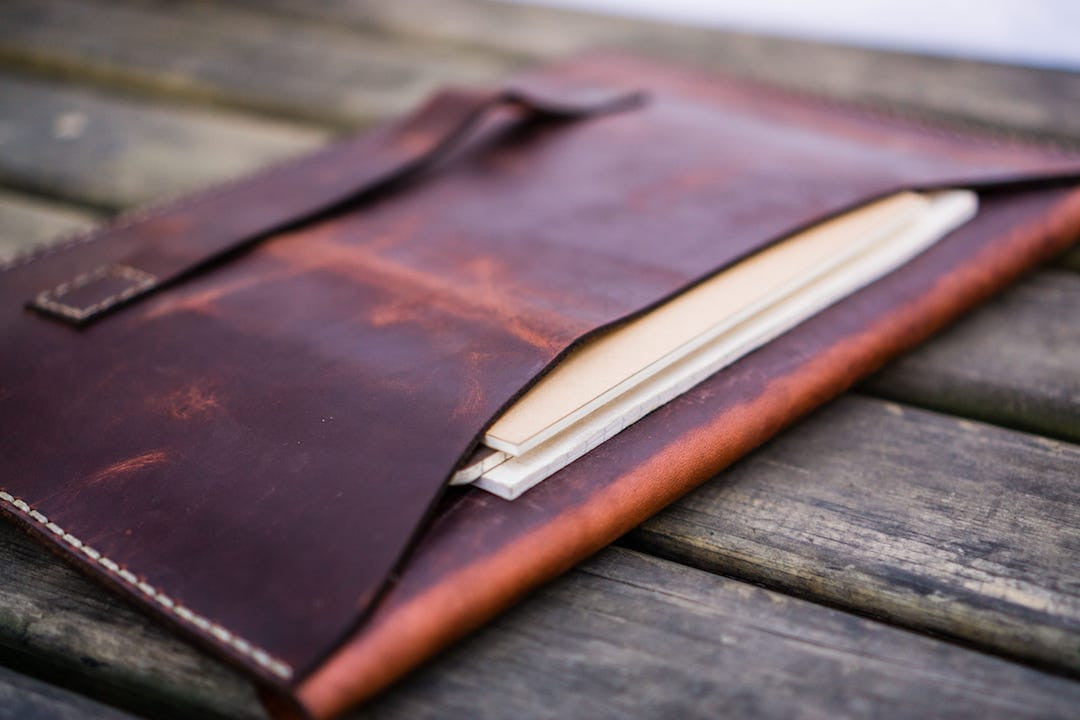 leather_macbook_pro_sleeve_back_pocket