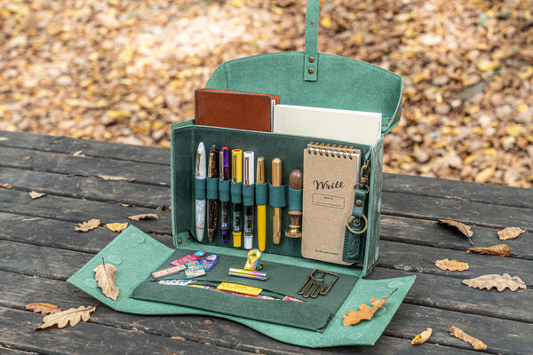 Writing Kit Bag in Crazy Horse Green