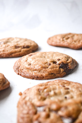round baked cookies