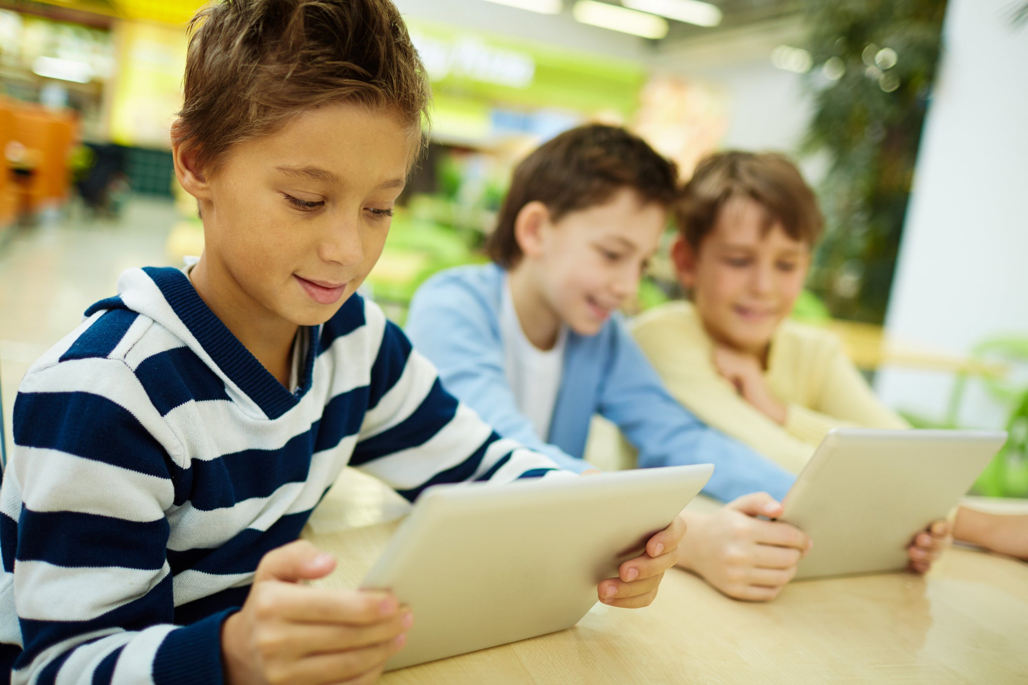 Ten Ways by which Technology  Positively and Negatively Affects Children