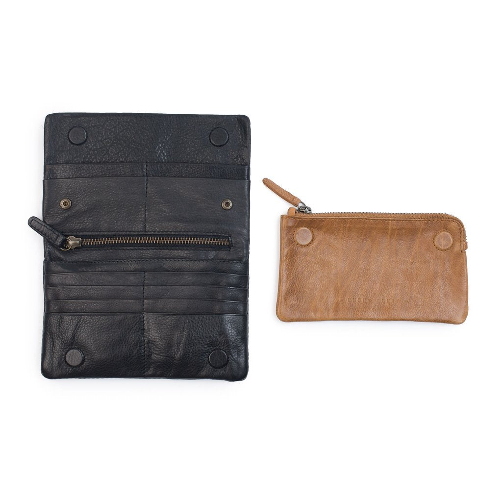 The Jane Purse in Black & Tan by Dusky Robin Leather | available at Stitch Piece Loop Noosa | This wallet is fun but functional with 12 card slots, 2 note sections, 1 zip section , 1 removable coin purse |