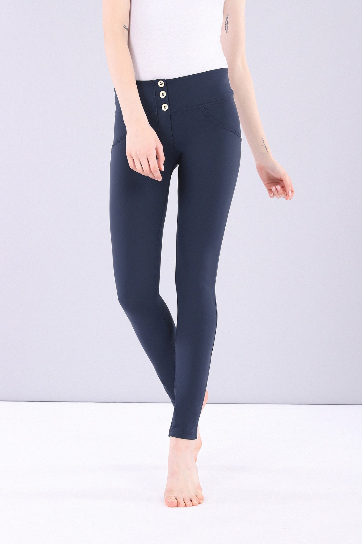 NAVY 3 BUTTONS REGULAR HIGH RISE