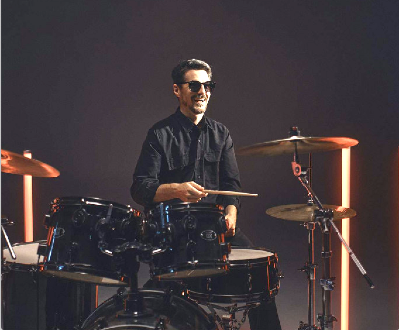 Musician drummer on SpinaliS chair