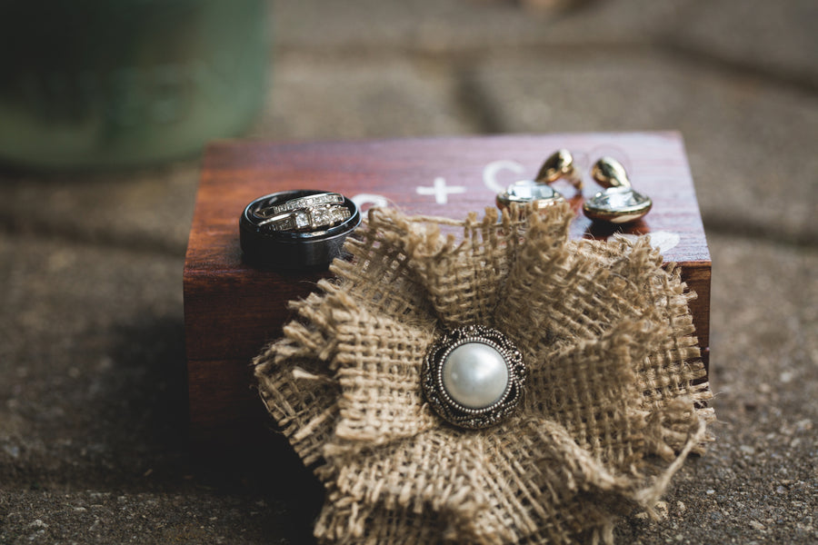 10 RUSTIC WEDDING DETAILS Antique Jewelry WE are keen on