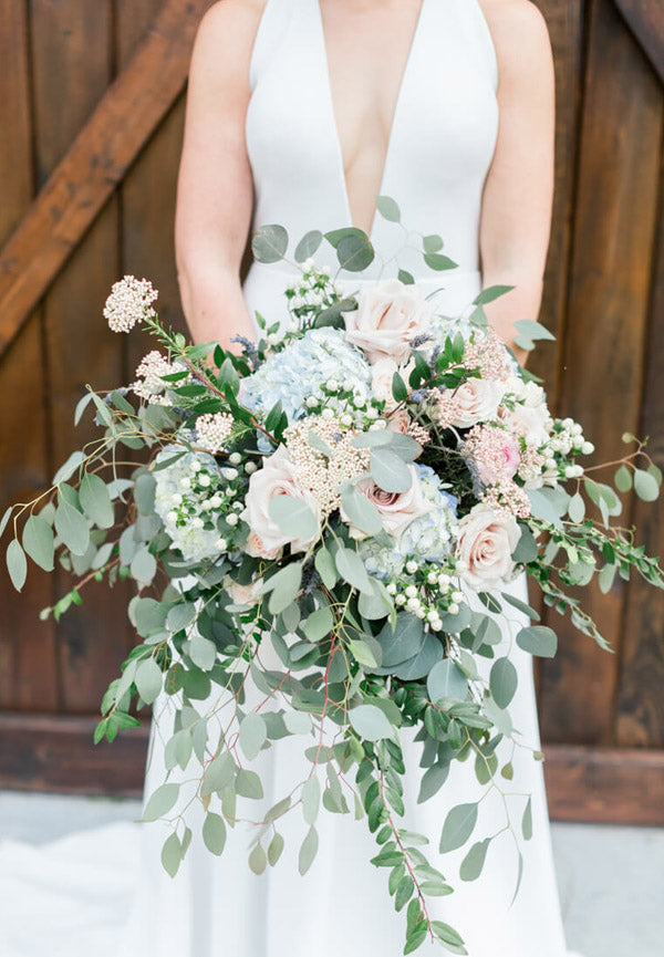 9.Lay-back style Wedding Bouquet