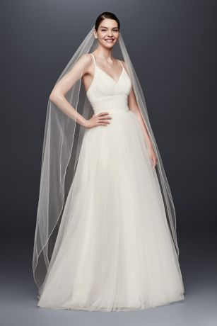 Chapel Length Romantic Bridal Veils for Your Perfect Wedding Hairstyles