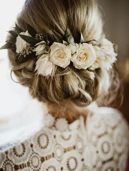 Crown-of-White-Flowers-in-Bride's-Hair-China-Beautiful-Wedding-Jewelry-White-Small-White-Flower-Hair-Pins-