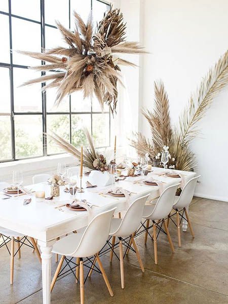 Elegant and Classic White and Beige Wedding Table Ideas