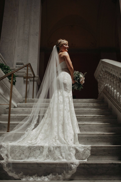 Cathedral Length Romantic Bridal Veils for Your Perfect Wedding Hairstyles