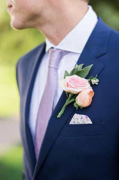 3.Spring corsages for all your guests.